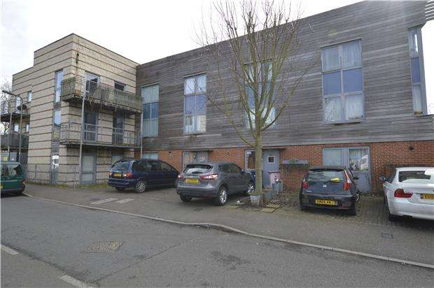 2 Bedrooms Flat for sale in Kenley Avenue, LONDON, NW9 5WP