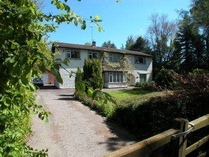 5 Bedrooms Detached House for sale in Street Hey Lane, Willaston, Cheshire, CH64