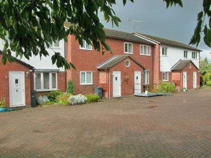 2 Bedrooms Flat for sale in Ashtree Farm Court, Willaston, Cheshire, CH64
