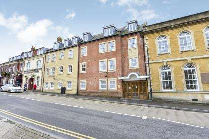 1 Bedroom Flat for sale in South Street, Yeovil, Somerset