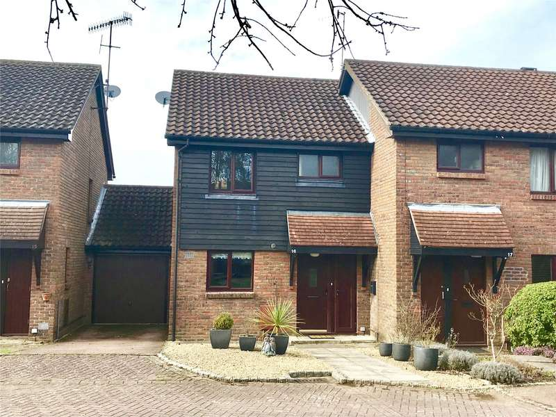 2 Bedrooms Semi Detached House for rent in Padbrook, Oxted, Surrey, RH8