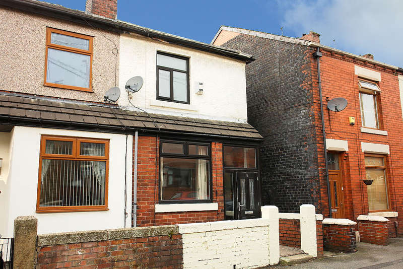 2 Bedrooms Semi Detached House for sale in Smith Street, Lees
