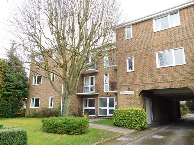 2 Bedrooms Flat for sale in Lovelace Gardens, Surbiton