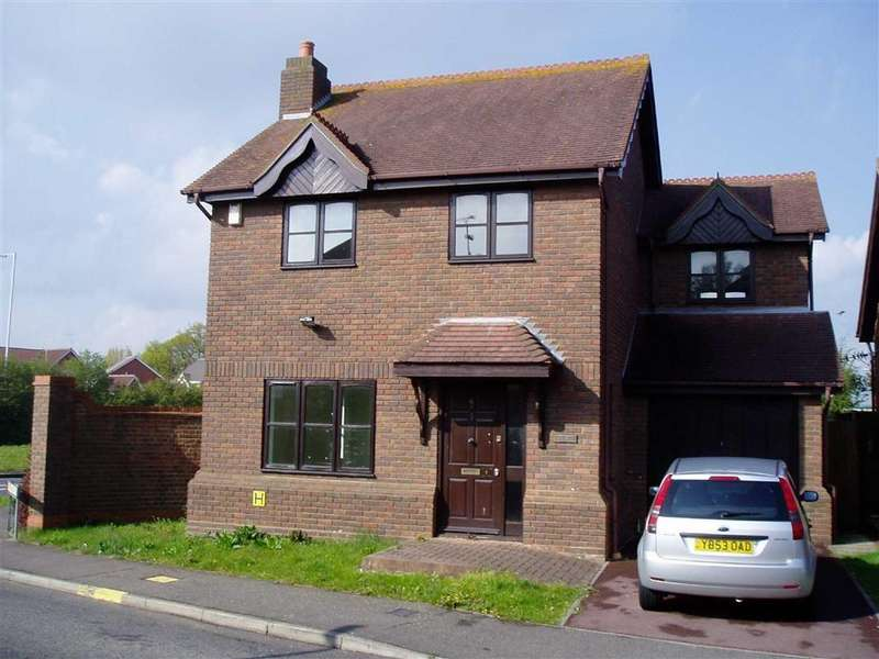 4 Bedrooms Detached House for rent in Sutherland Place, Wickford, Essex