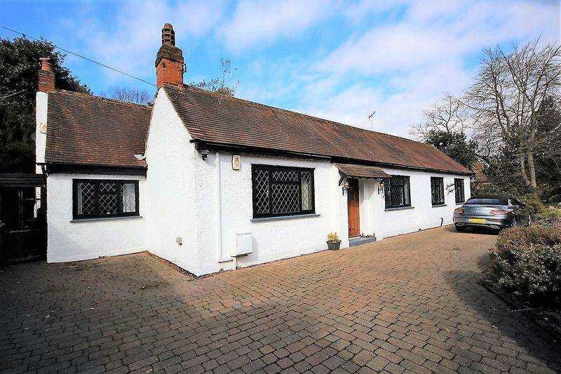 4 Bedrooms Detached Bungalow for sale in Glanthams Cottage, Shenfield Road, CM15