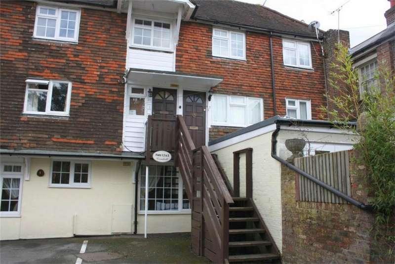 2 Bedrooms Flat for sale in Station Road, ROBERTSBRIDGE, East Sussex