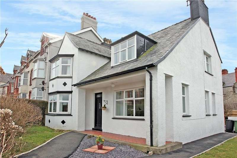 4 Bedrooms Detached House for sale in Bryn Goleu Avenue North, Holyhead, North Wales