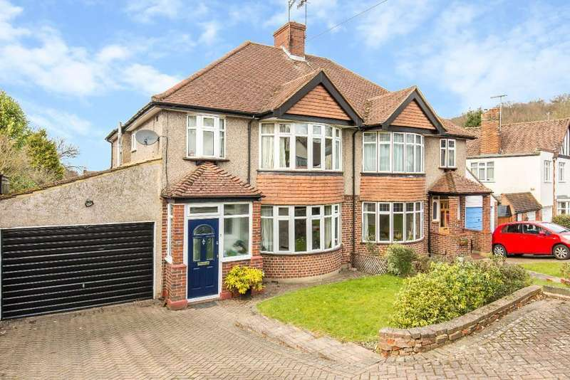 3 Bedrooms Semi Detached House for sale in Arkwright Road, Sanderstead, South Croydon, CR2 0LP