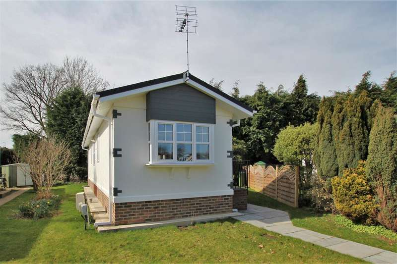 2 Bedrooms Park Home Mobile Home for sale in Roundstone Park, Worthing Road, Horsham