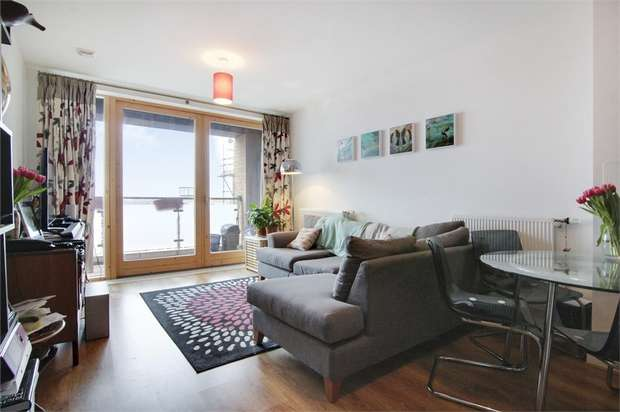 2 Bedrooms Flat for sale in Clematis House, Capworth Street, London