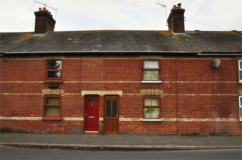 3 Bedrooms Town House for sale in Christchurch Road, Ringwood, HAMPSHIRE
