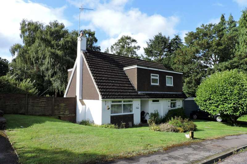 4 Bedrooms Chalet House for rent in Pine View Close, Chilworth, Guildford