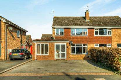 3 Bedrooms Semi Detached House for sale in Ashford Gardens, Whitnash, Leamington Spa