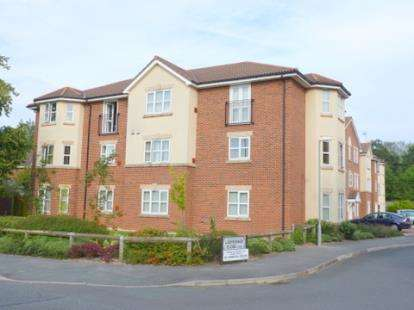 2 Bedrooms Flat for sale in Ladybower Close, Upton, Wirral, CH49