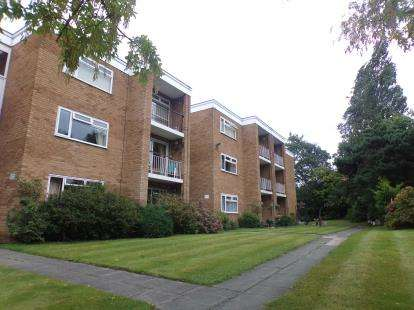 3 Bedrooms Flat for sale in Forest Road, Claughton, Wirral, CH43