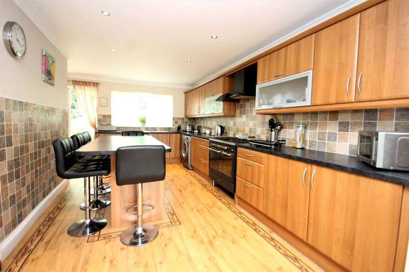 5 Bedrooms Semi Detached House for rent in Sussex Avenue, Romford