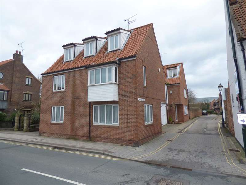 4 Bedrooms Town House for sale in Friars Lane, Beverley, HU17 0DF