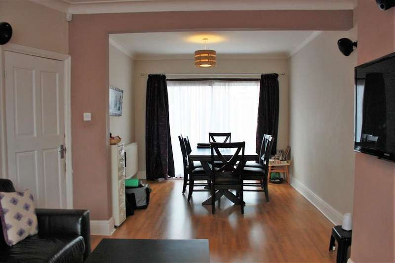 4 Bedrooms Terraced House for sale in Westfield Gardens, Kenton, Harrow, HA3 9EH
