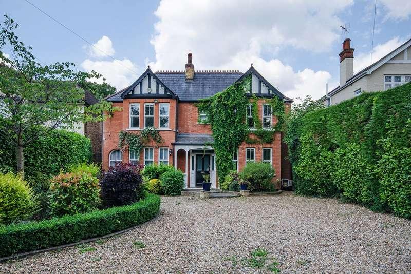 5 Bedrooms Detached House for rent in Catlins Lane, Pinner, HA5