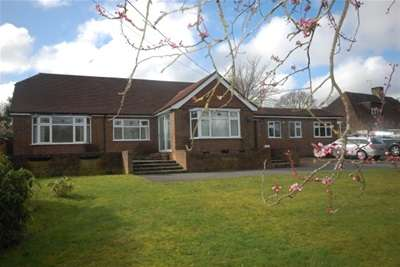 4 Bedrooms Bungalow for rent in Straight Half Mile, Maresfield