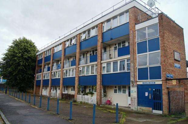 3 Bedrooms Maisonette Flat for sale in Hogarth House Ayley Croft, Enfield, EN1