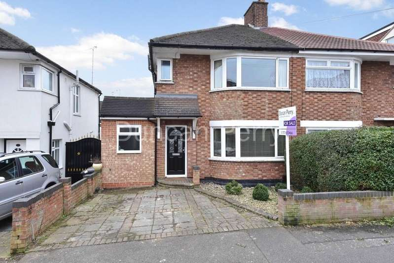 3 Bedrooms Semi Detached House for sale in Barr Road, Potters Bar, Herts