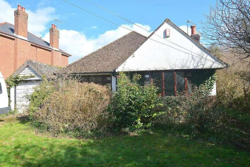3 Bedrooms Detached Bungalow for sale in Beaucroft Lane, Wimborne
