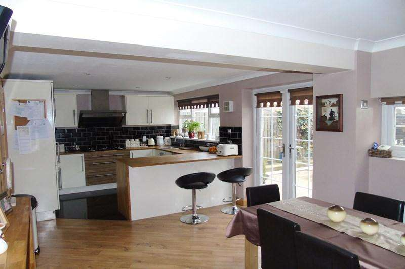 5 Bedrooms Semi Detached House for sale in Alverthorpe Road, Wakefield
