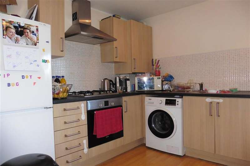 2 Bedrooms Apartment Flat for sale in Irvon Hill Road, Wickford, Essex