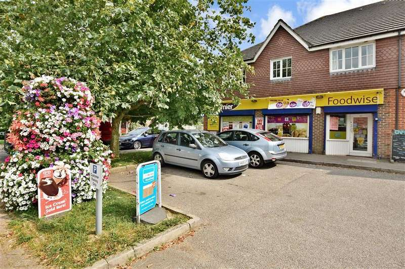 2 Bedrooms Apartment Flat for sale in Priestlands Close, Horley, Surrey