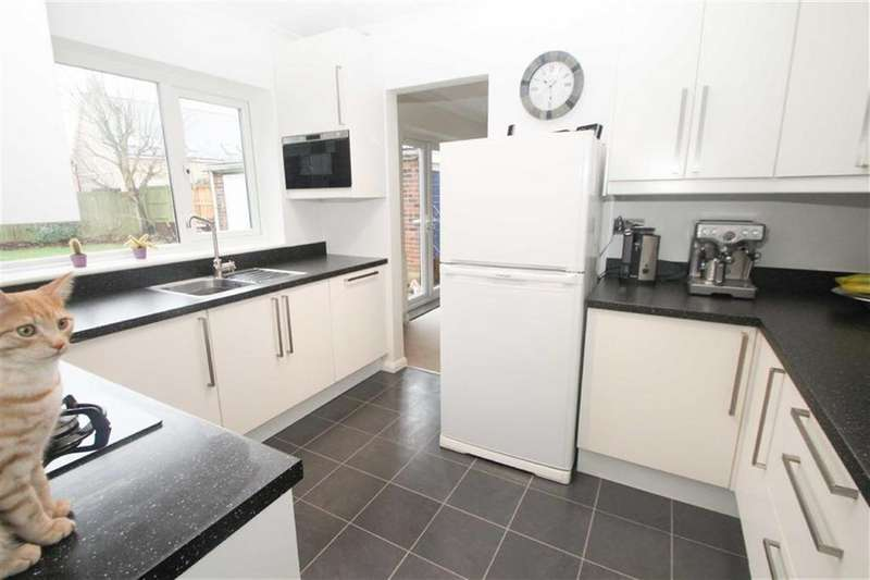 3 Bedrooms Detached House for sale in Munnings Drive, Clacton-on-Sea