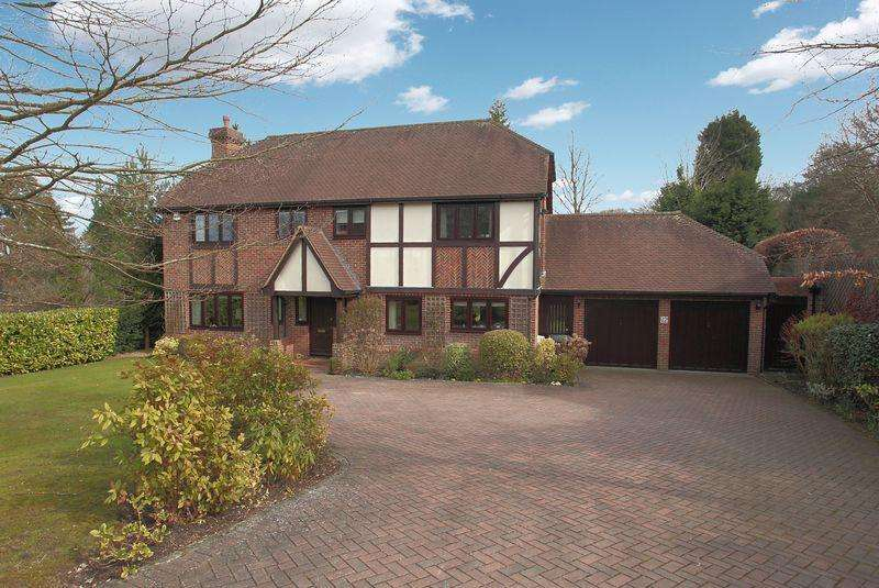 5 Bedrooms Detached House for sale in Pinewood Chase, Crowborough, East Sussex