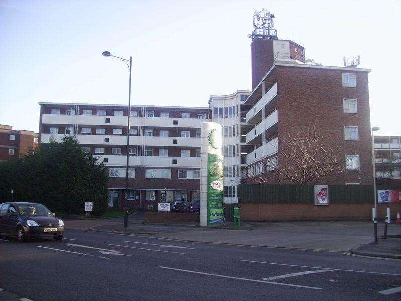 2 Bedrooms Maisonette Flat for sale in London Road, Westcliff-On-Sea