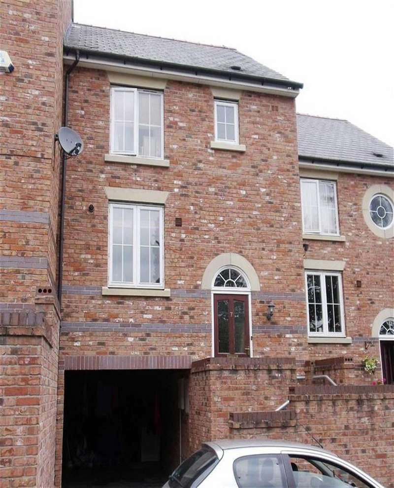 3 Bedrooms Terraced House for rent in 7, Hendidley Close, Milford Road, Newtown, Powys, SY16