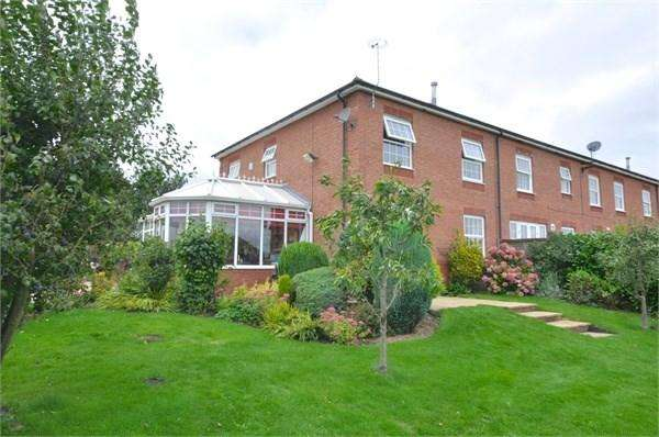 3 Bedrooms Town House for sale in The Courtyard, Gorstage, Northwich, CW8