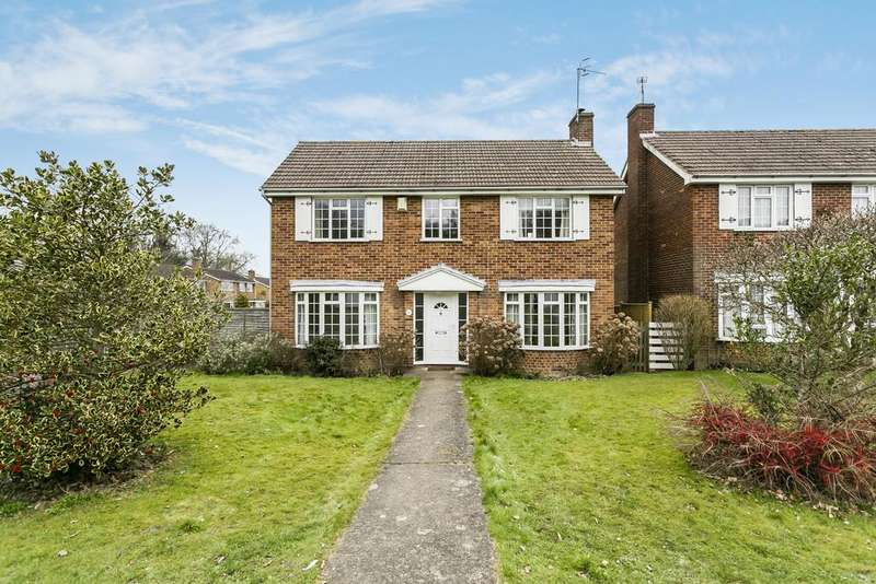 3 Bedrooms Detached House for sale in Longmeads, Langton Green
