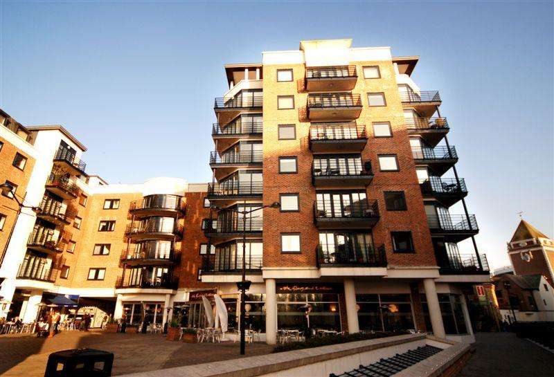 3 Bedrooms Apartment Flat for rent in Charter Quay, Kingston upon Thames KT1