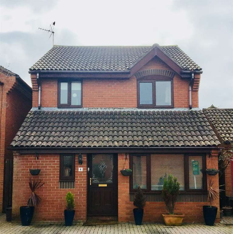 3 Bedrooms Detached House for sale in Ogmore Drive, Nottage, Porthcawl