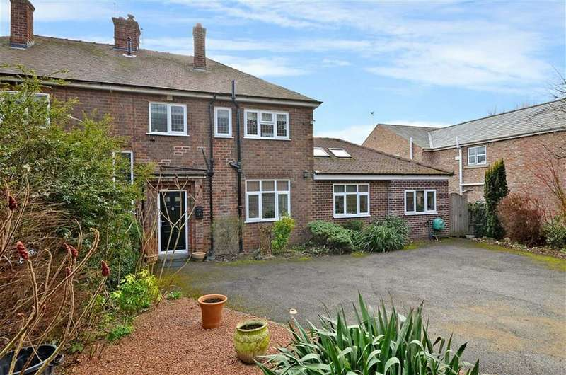 4 Bedrooms Property for sale in Darrington Road, Carleton, Pontefract, WF8