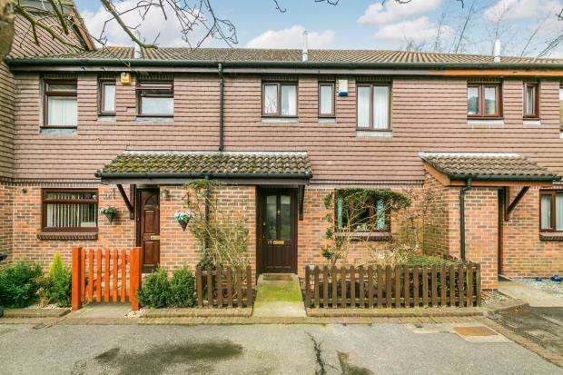 3 Bedrooms Terraced House for sale in Woking, Surrey, .