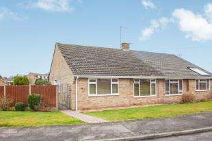 3 Bedrooms Bungalow for sale in Oakwood Road, Sturry, Canterbury
