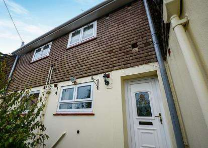2 Bedrooms Flat for sale in Teignmouth, Devon, .
