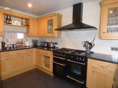 3 Bedrooms Terraced House for sale in Rainham, Essex