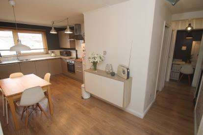 2 Bedrooms Flat for sale in Ashiestiel Place, Greenfaulds