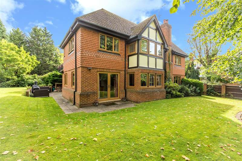 5 Bedrooms Detached House for sale in Gresham Close, Oxted, Surrey, RH8