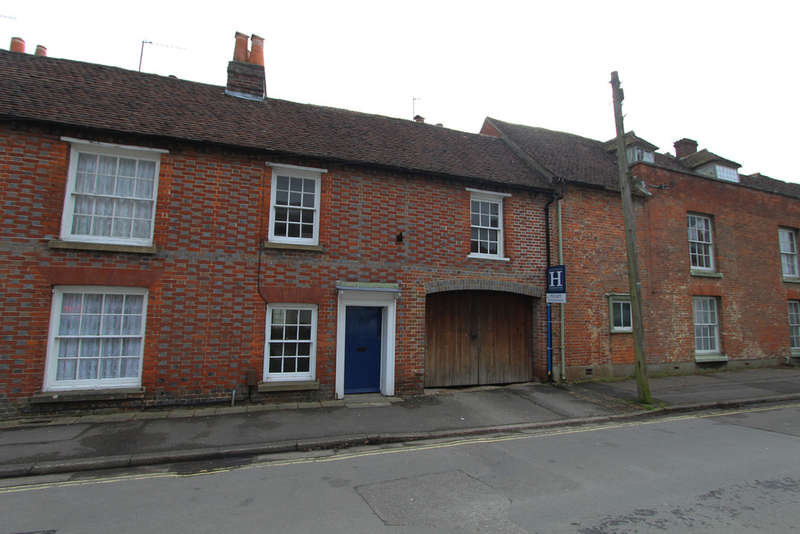 3 Bedrooms Terraced House for rent in Mill Street, Titchfield