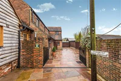 4 Bedrooms House for rent in Gravetts Lane, Guildford