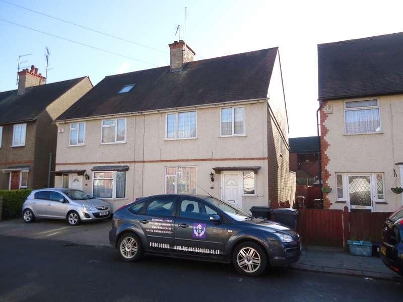 3 Bedrooms Semi Detached House for rent in Balfour Road, Kingsthorpe, NN2 6JR