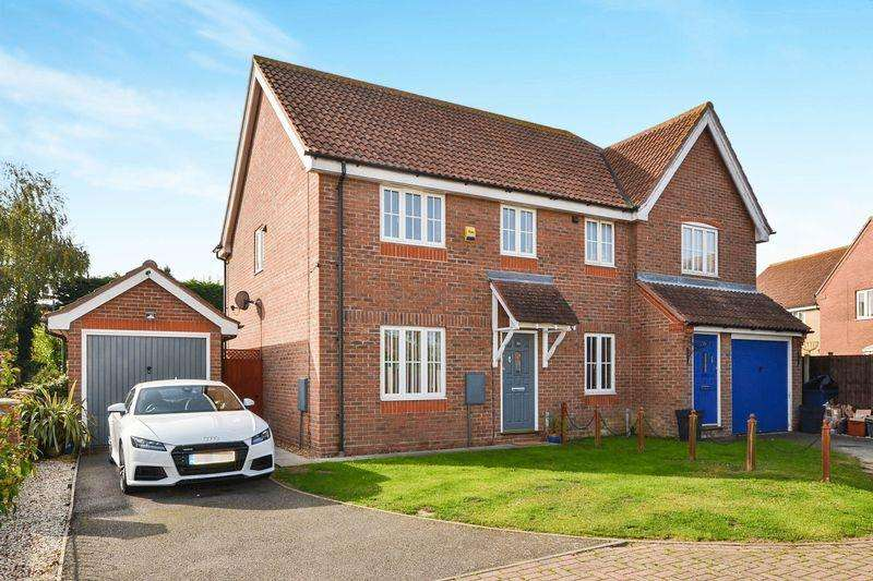 3 Bedrooms Semi Detached House for sale in Elthorne Park, Clacton-On-Sea