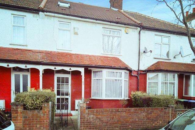 4 Bedrooms Terraced House for sale in Clarence Road, Enfield